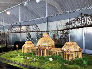 Visitando el espectacolo de trenes en el Jardin Botanico NY-Visiting the Holiday Train Show at the NY Botanical Garden