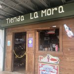 a store for refreshments in front of La cruceta